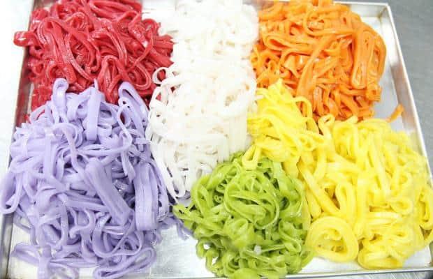 phở bún tươi nhiều màu từ rau củ quả