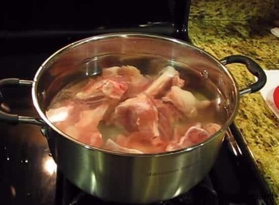Nấu nước dùng hầm xương