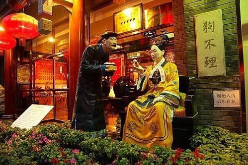 Từ Hy Thái Hậu thích thú ăn bánh bao Gou Bu Li Cẩu Bất Lý