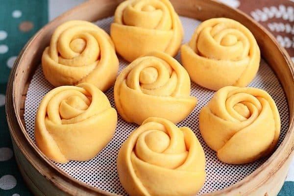 bánh bao sữa hình hoa hồng