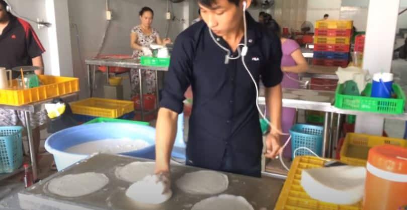 Quy trình làm thủ công bánh tráng bò bía, bánh tráng xốp đậu xanh