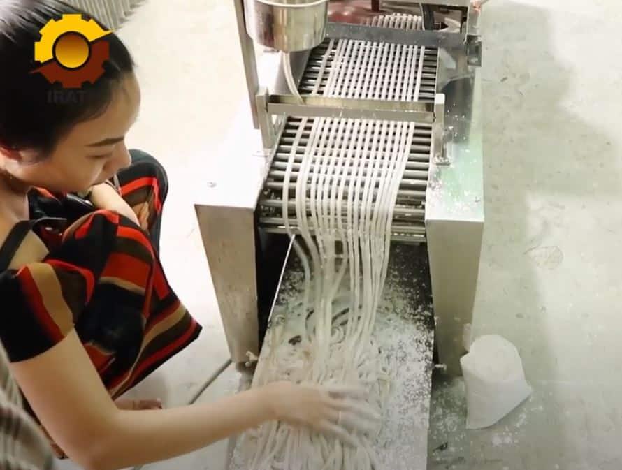 máy làm bánh canh bột gạo, máy làm bánh canh bột xắt
